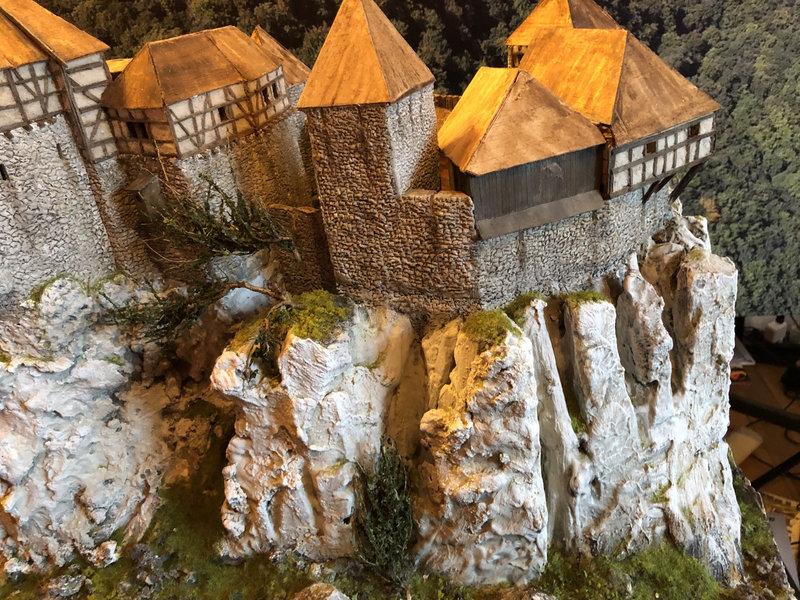 Burg Obergreifenstein - ca. 1:100 - Seite 4 41862151qf