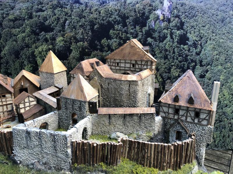 Burg Obergreifenstein - ca. 1:100 - Seite 5 41873501bp