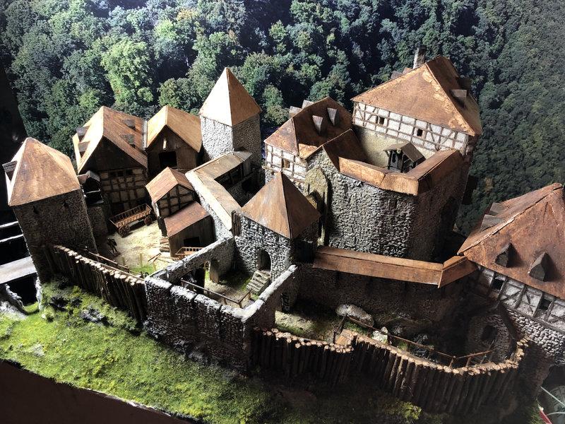Burg Obergreifenstein - ca. 1:100 - Seite 5 41892948od