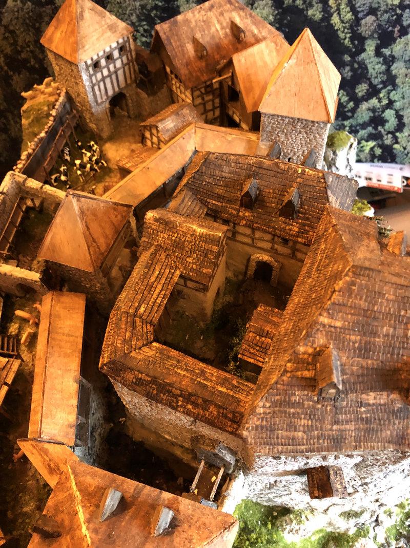 Burg Obergreifenstein - ca. 1:100 - Seite 5 41946594av