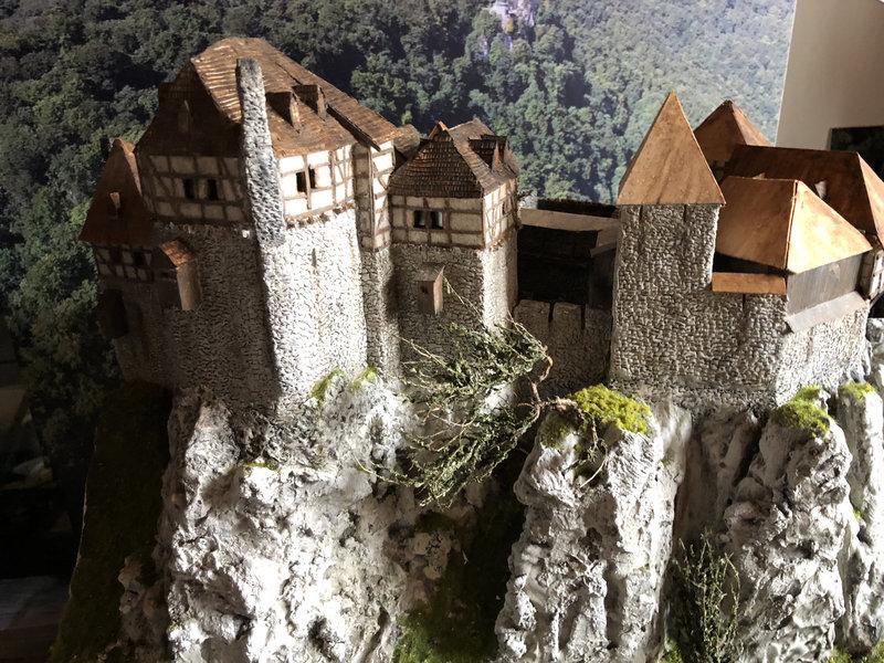 Burg Obergreifenstein - ca. 1:100 - Seite 5 41946607ql