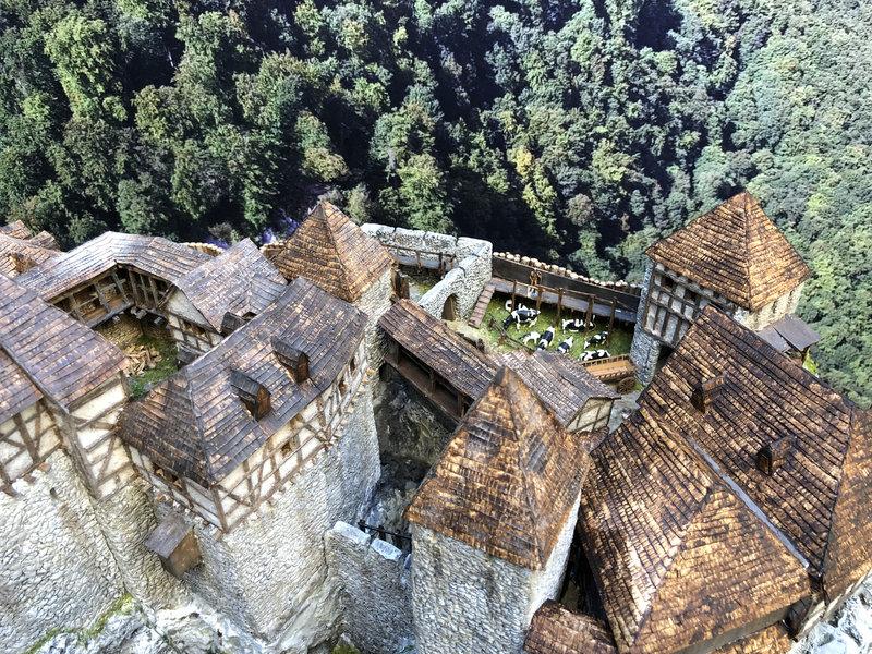 Burg Obergreifenstein - ca. 1:100 - Seite 6 41966244oq