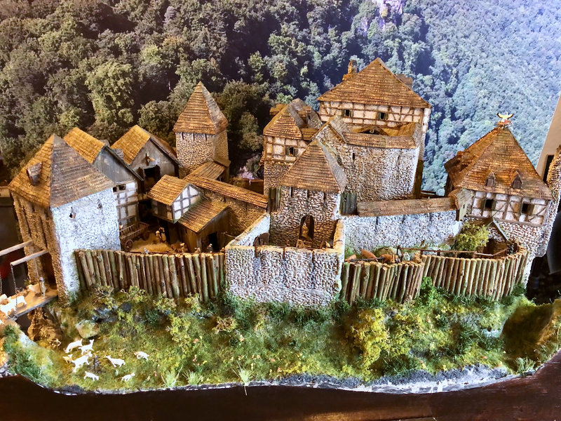 Burg Obergreifenstein - ca. 1:100 - Seite 7 42027026wv